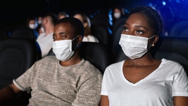 ماسک باید ادامه یابد: سالن های نمایش با اقدامات جدید بهداشتی سازگار می شوند